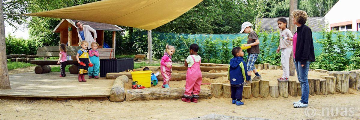 Kontakt zu anderen Kindern  - nuas® NaturSpielRäume