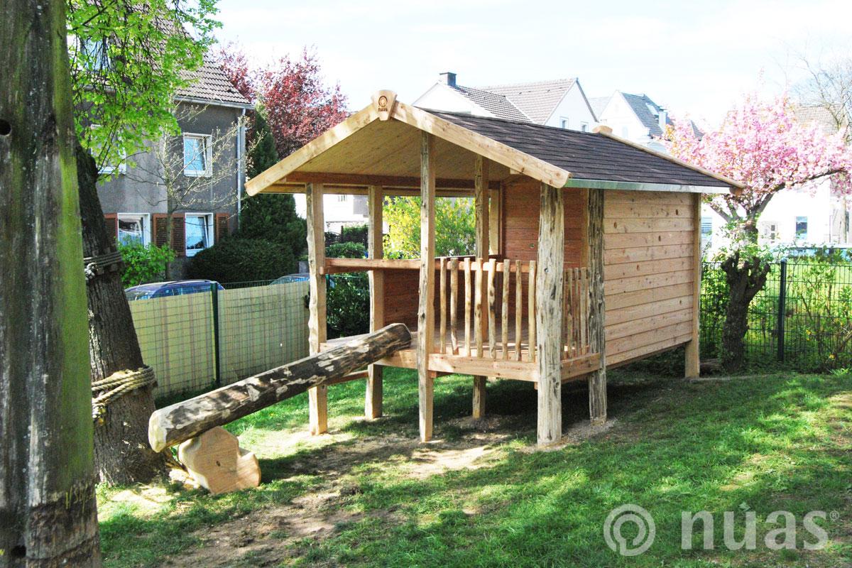 Großes Pfahlhaus - nuas® Häuser aus Holz und Weiden