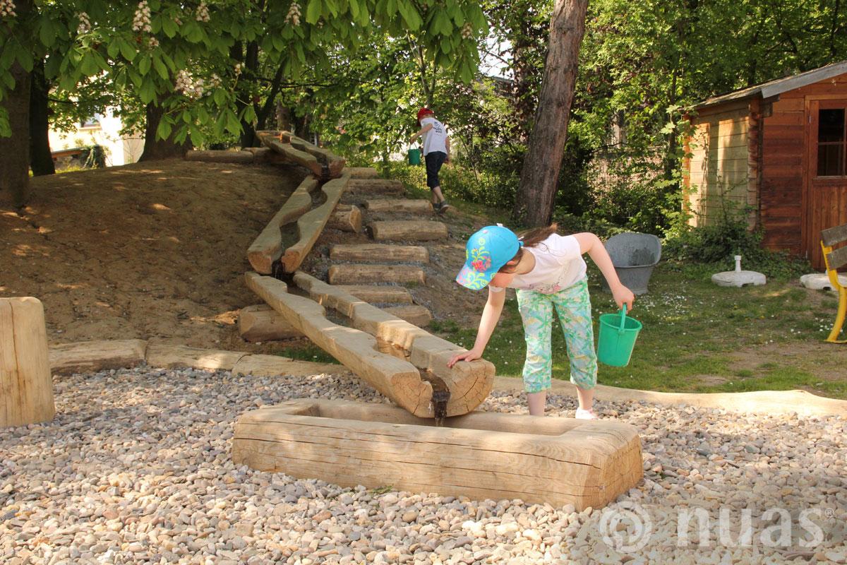 nuas Wasser am Spielhang - nuas® Wasserspiellandschaft