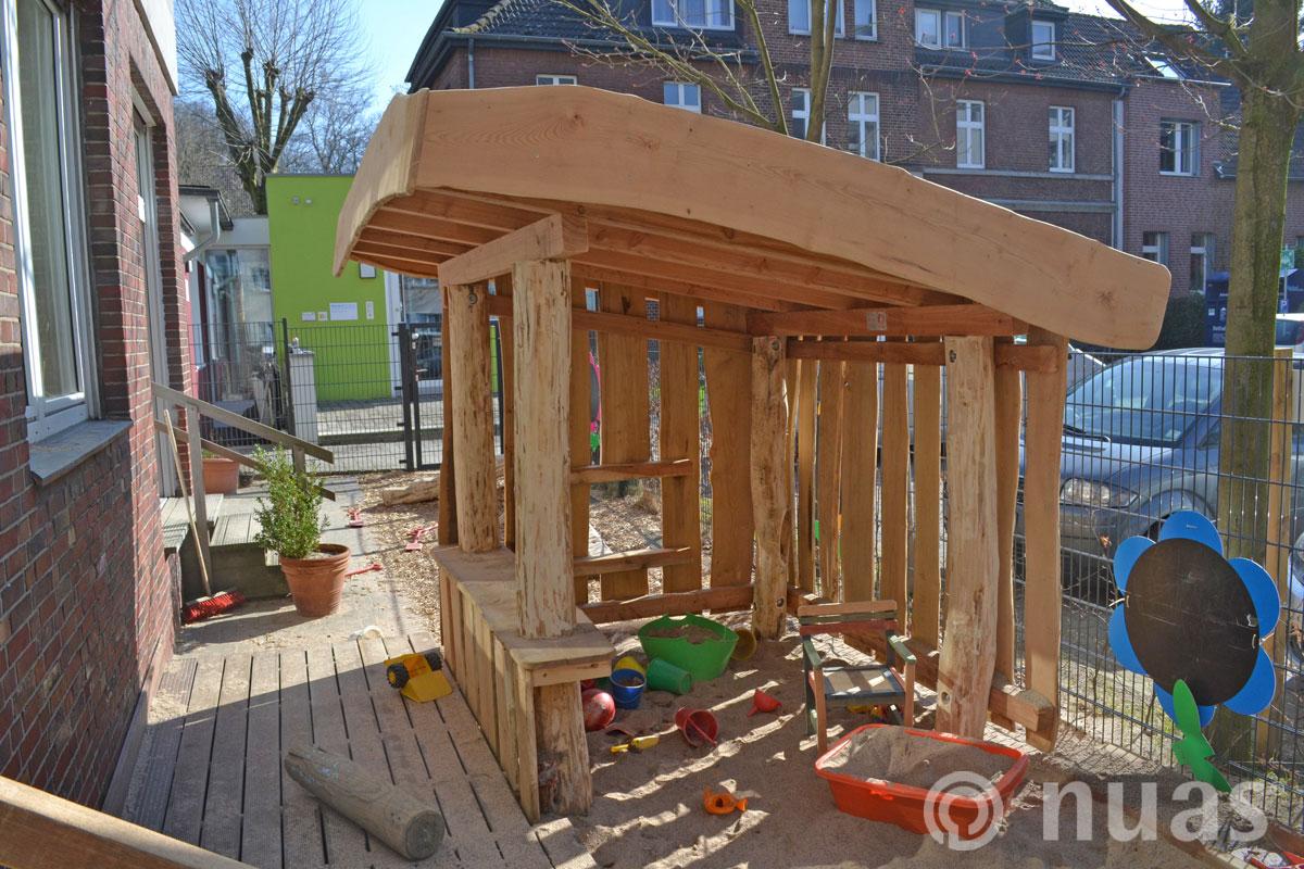 Sandkastenwerkstatt - nuas® Häuser aus Holz und Weiden