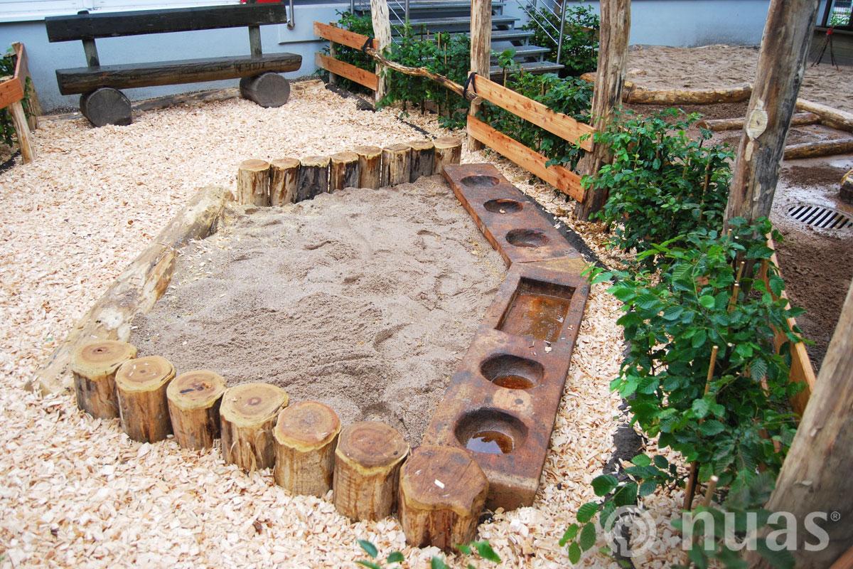 Sandkasten mit Sandküchen - nuas® U3 Naturspielräume