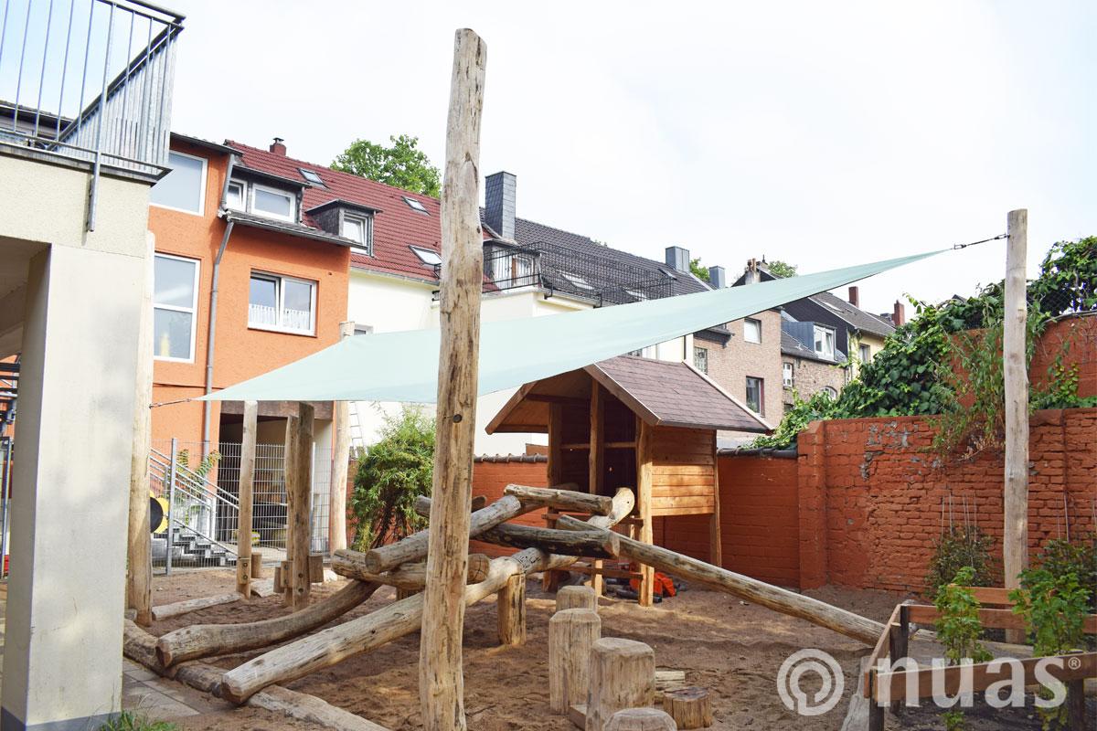 nuas Spielhaus mit Sonnensegel Kita imTechnologiepark Köln