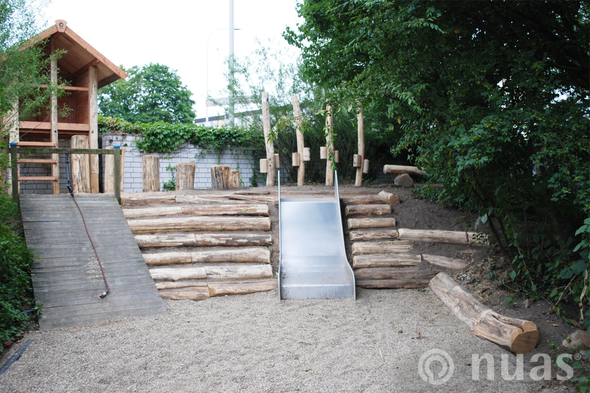 Gipfelhaus und Balancierweg  - nuas® Spielhügel und Spielhänge